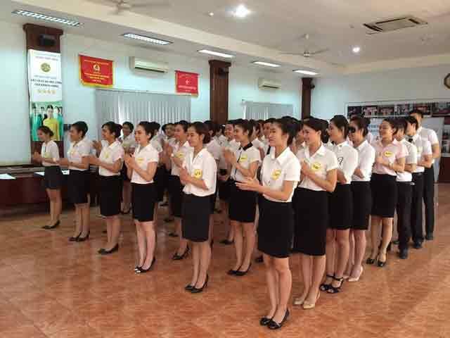 thi tuyển để trở thành tiếp viên hàng không