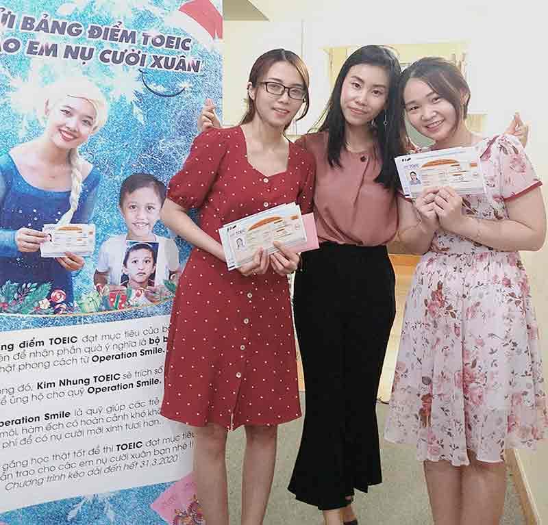 Ms Hạnh cùng nhóm học viên thi TOEIC đạt mục tiêu